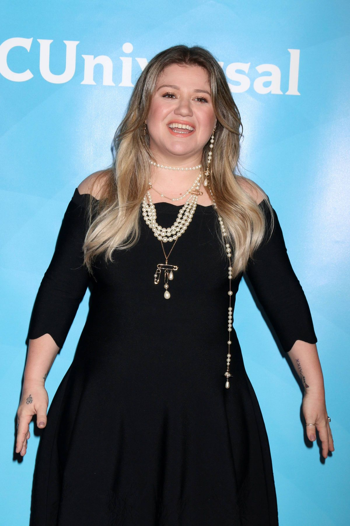 KELLY CLARKSON at NBC/Universal TCA Winter Press Tour in Los Angeles ...