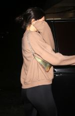 KENDALL JENNER Lleaves Mastro