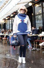 KYLIE MINOGUE Leaves Cafe Flore in Paris 01/22/2018