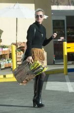 LAETICIA HALLYDAY Shopping at Trader Joe