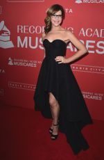 LISA LOEB at 2018 Musicares Person of the Year Gala in New York 01/26/2018