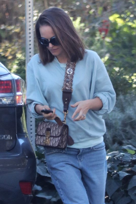 NATALIE PORTMAN Out and About in Los Feliz 01/23/2018