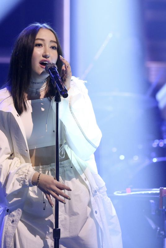 NOAH CYRUS and Alan Walker Performs All Falls Down at Tonight Show Starring Jimmy Fallon 01/11/2018
