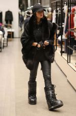 PARIS HILTON Shopping on New Year