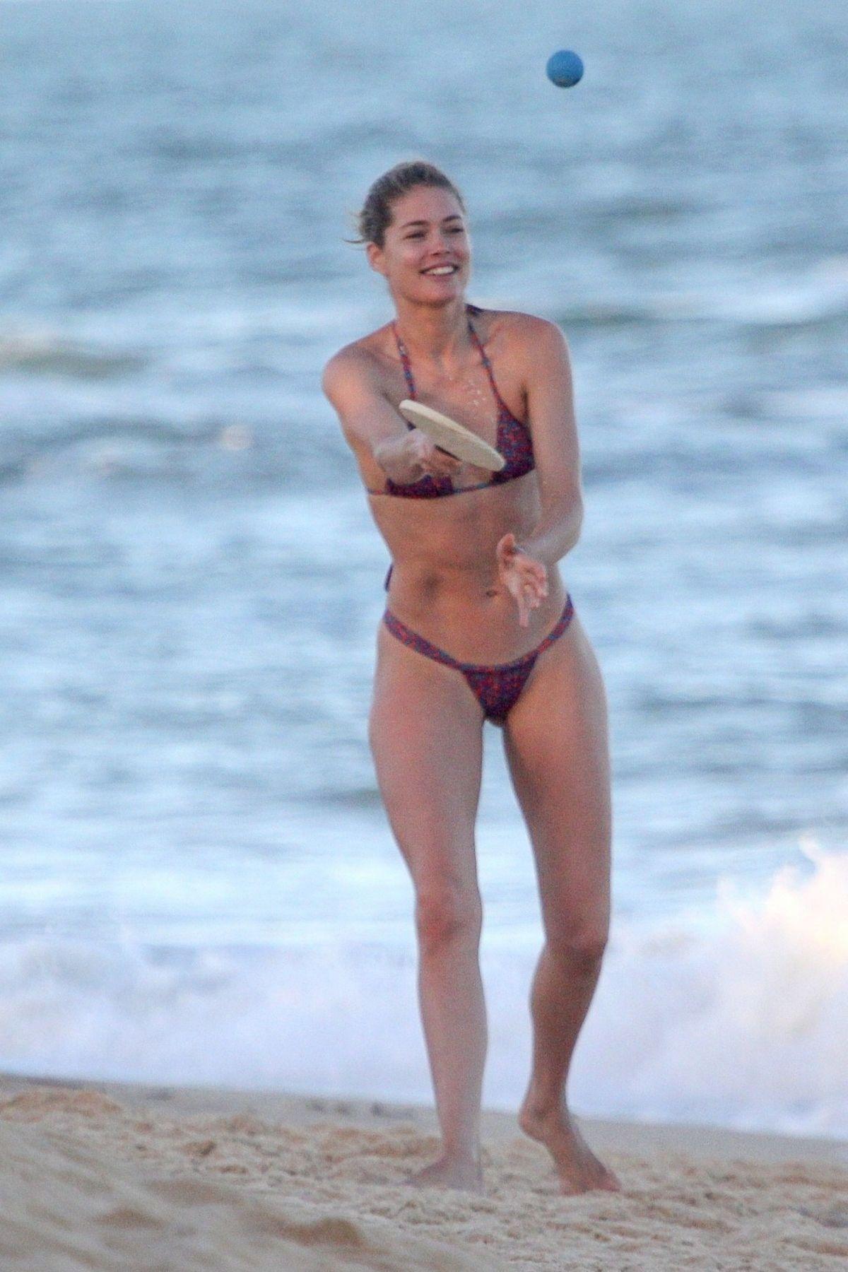 Candice Swanepoel and Doutzen Kroes in Bikini at Espelho Beach in Bahia Pic 4 of 35