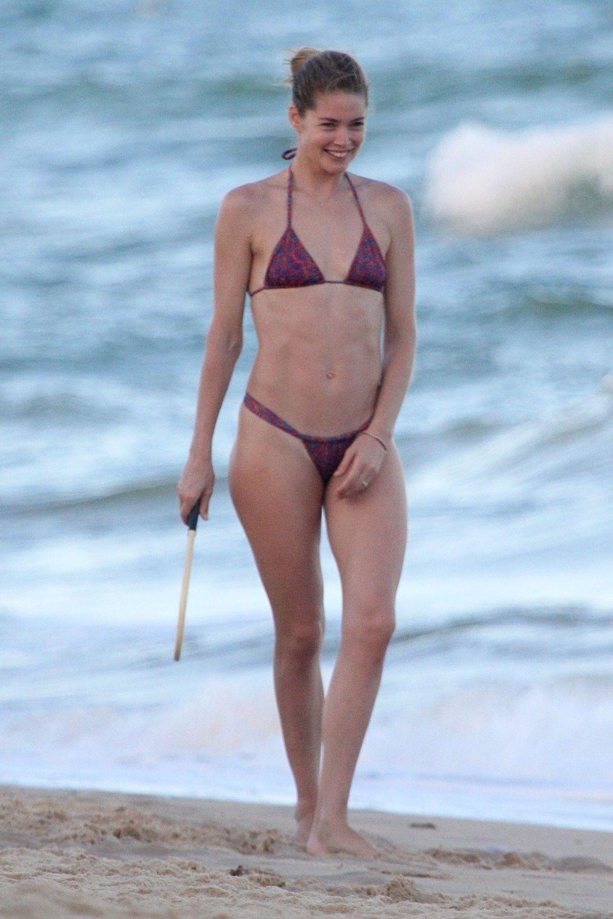 Candice Swanepoel and Doutzen Kroes in Bikini at Espelho Beach in Bahia Pic 5 of 35