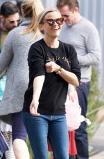 REESE WITHERSPON Out in Los Angeles 01/25/2018