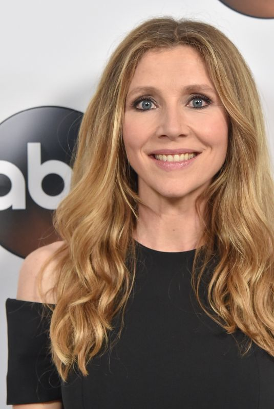 SARAH CHALKE at ABC All-star Party at TCA Winter Press Tour in Los Angeles 01/08/2018