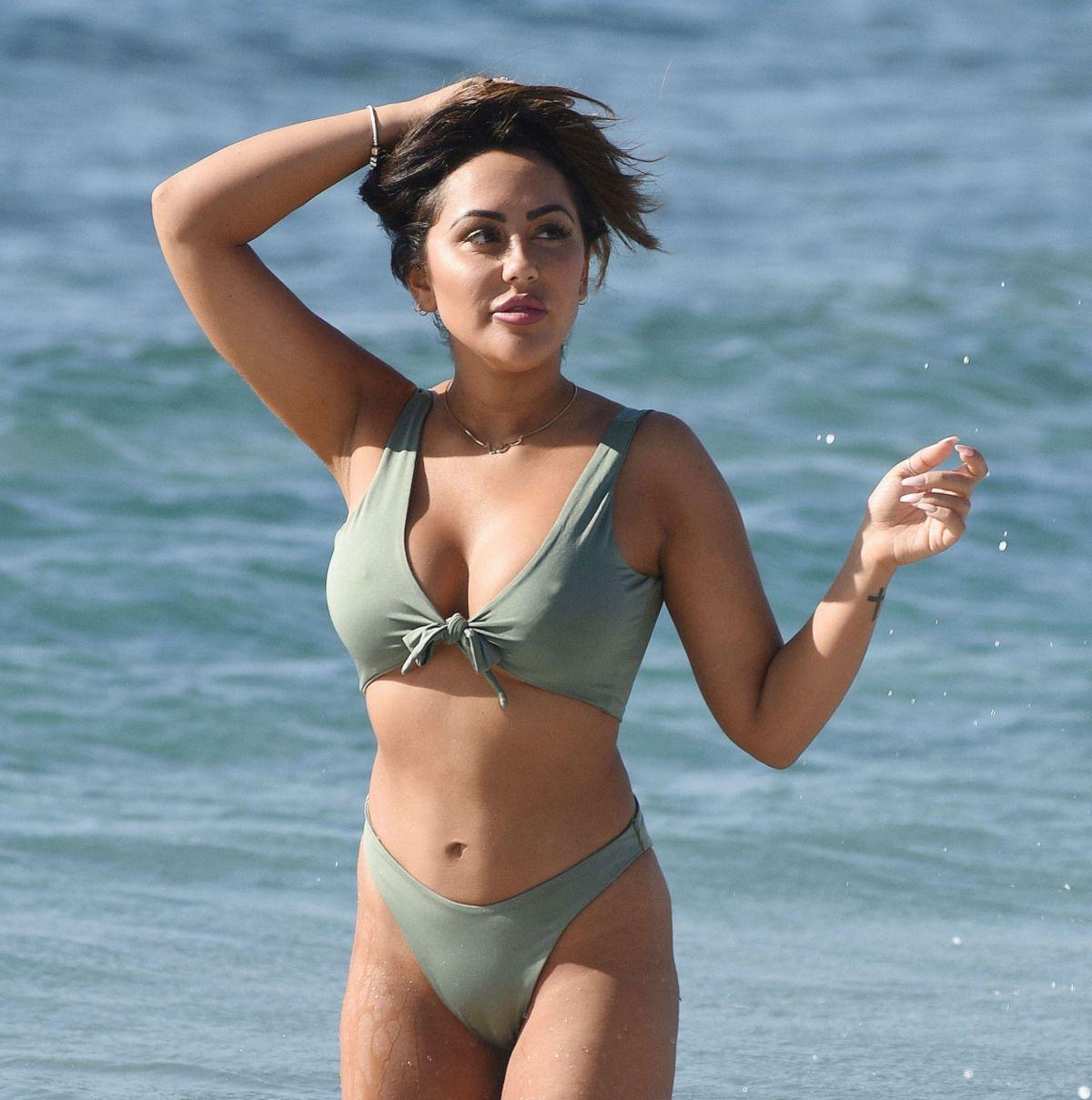 Sophie Kasaei in Bikini on the beach in Turkey Pic 3 of 35