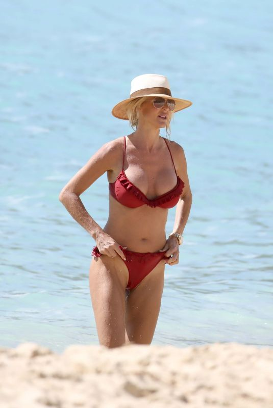 VICTORIA SILVSTEDT in Bikini on the Beach in St Barts 01/02/2018