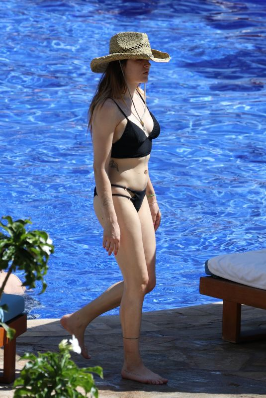 FRANCES BEAN COBAIN in Bikini on Vacation in Hawaii 02/12/2018