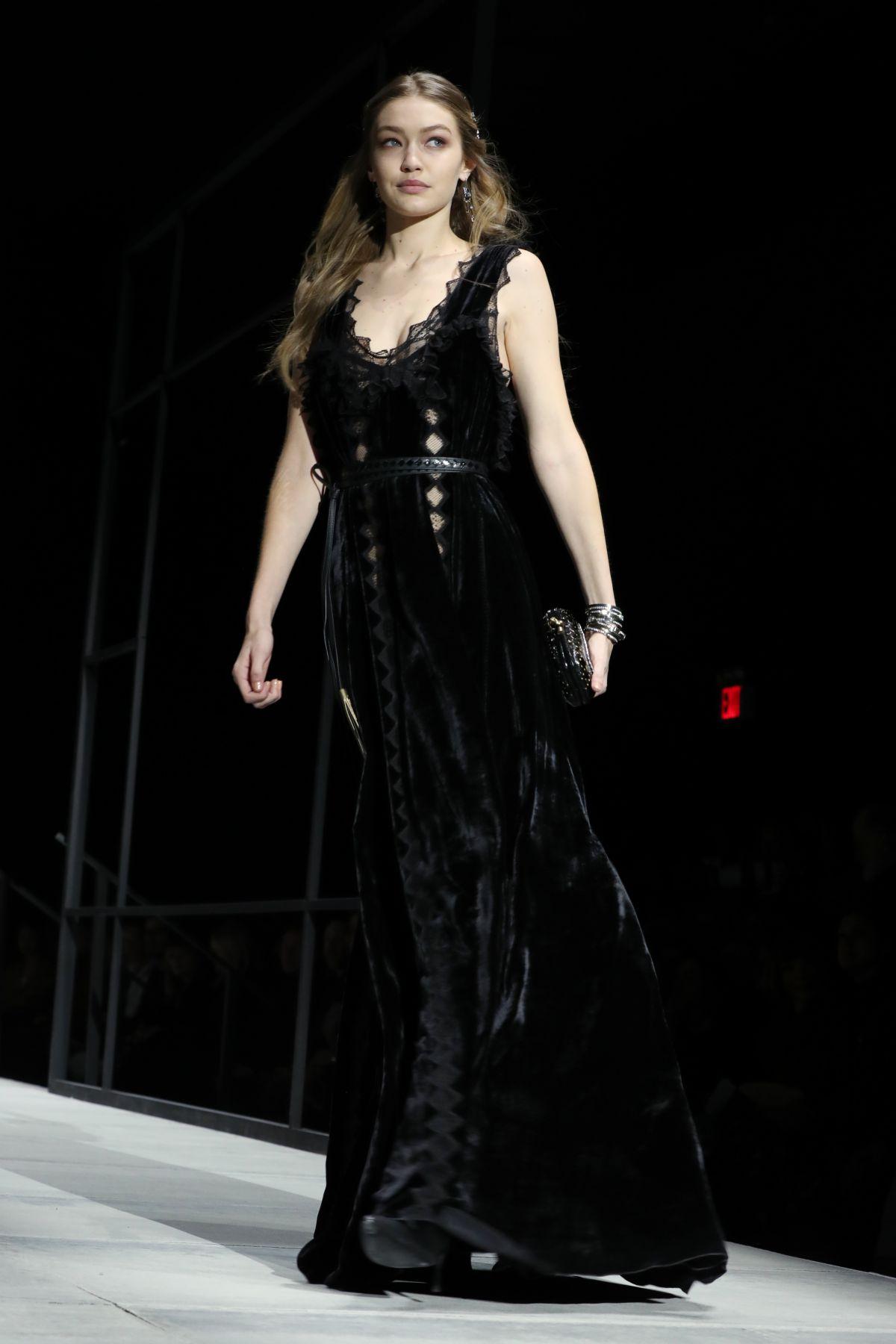Gigi hadid at bottega veneta catwalk at new york fashion for Gigi hadid fashion week