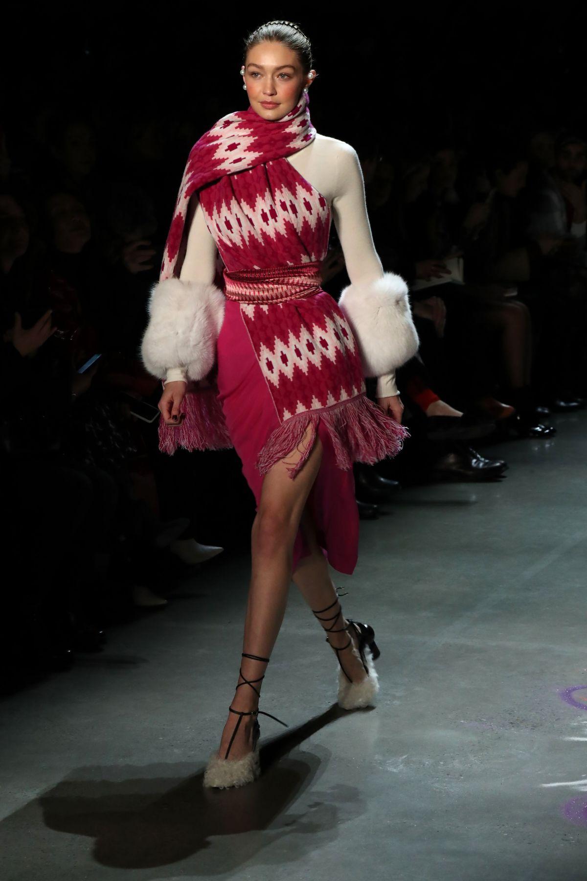 Gigi hadid at prabal gurung catwalk show at new york for Gigi hadid fashion week
