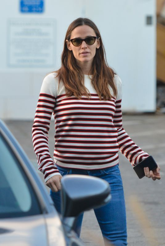 JENNIFER GARNER Out in Santa Monica 02/02/2018