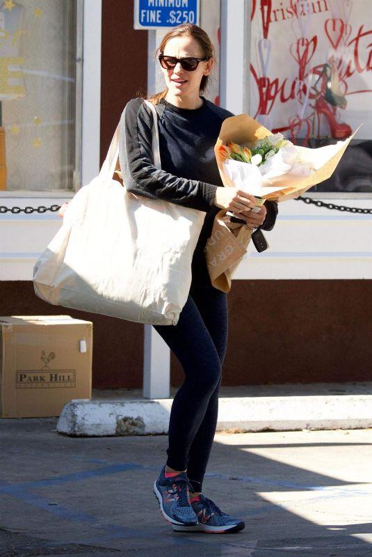 JENNIFER GARNER Shopping for Flowers in Brentwood 02/15/2018
