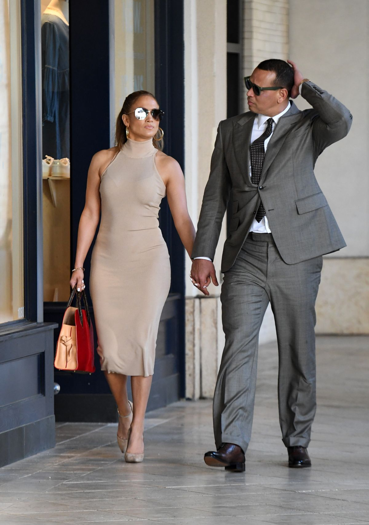 JENNIFER LOPEZ and Alex Rodriguez Shopping for Jewelry in