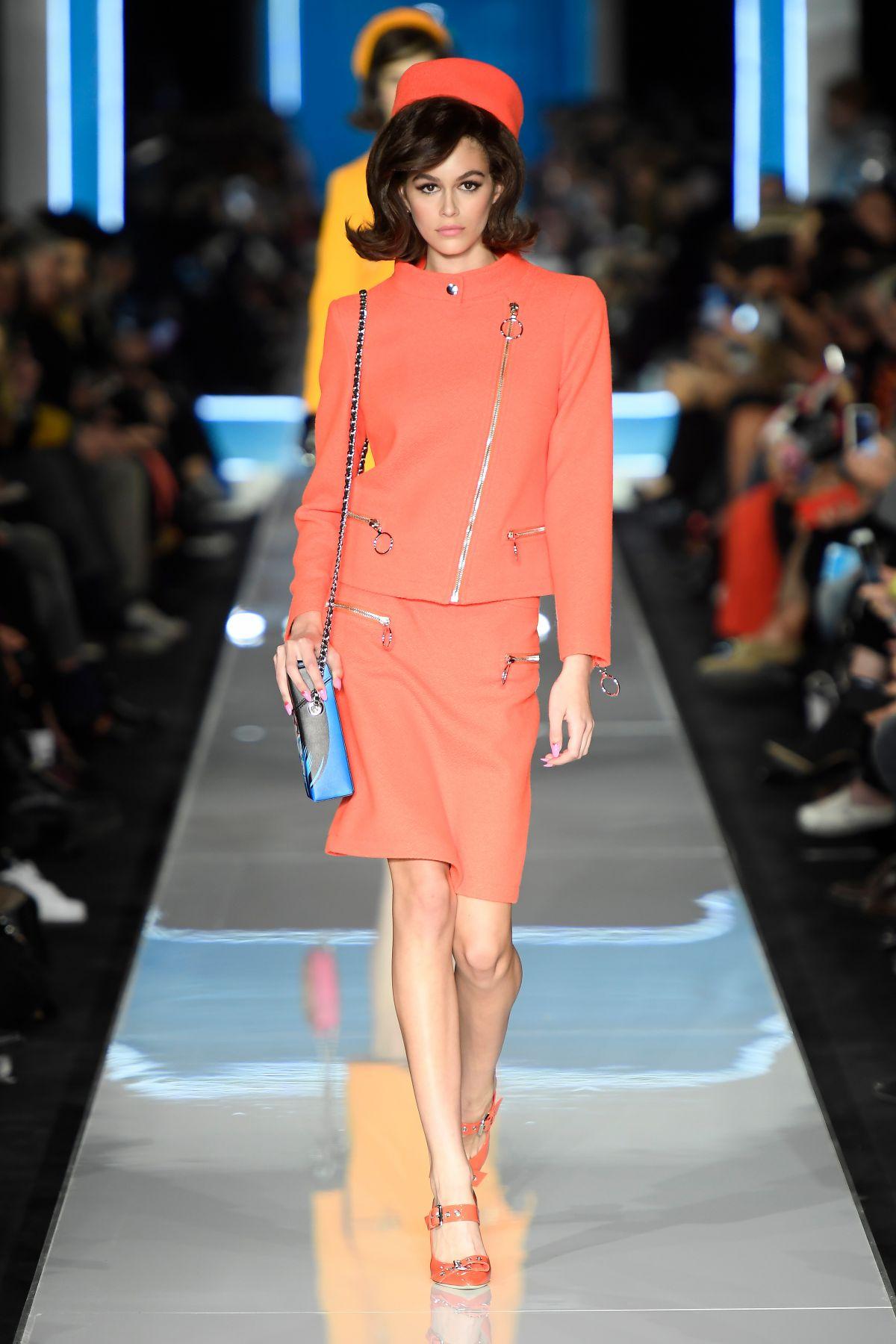Kaia gerber at moschino runway show at milan fashion week for Runway fashion show video