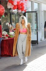 KIM KARDASHIAN at XO Bloom Flower Shop in Calabasas 02/14/2018