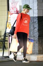 MARGOT ROBBIE Shopping for Grocery in Los Angeles 02/05/2018