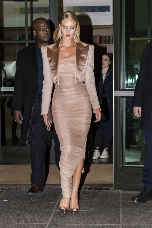 ROSIE HUNTINGTON-WHITELEY Arrives at Tom Ford Fashion Show at New York Fashion Week 02/08/2018