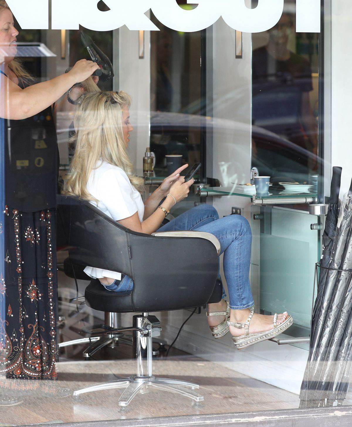 Roxy jacenko leaves tony guy hair salon in sydney 02 10 for Sydney salon