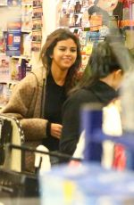 SELENA GOMEZ Shopping at Vons Supermarket in Los Angeles 02/21/2018