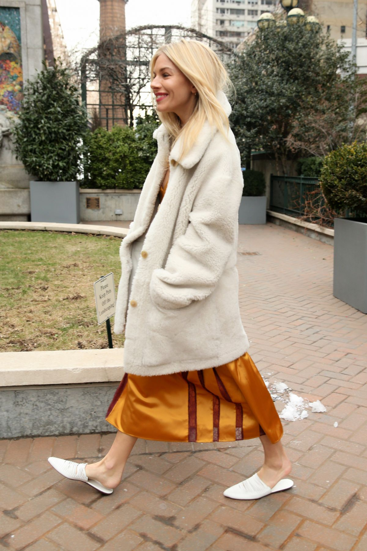 331d73d339dd SIENNA MILLER at Tory Burch Fall Winter 2018 19 Show at New York Fashion