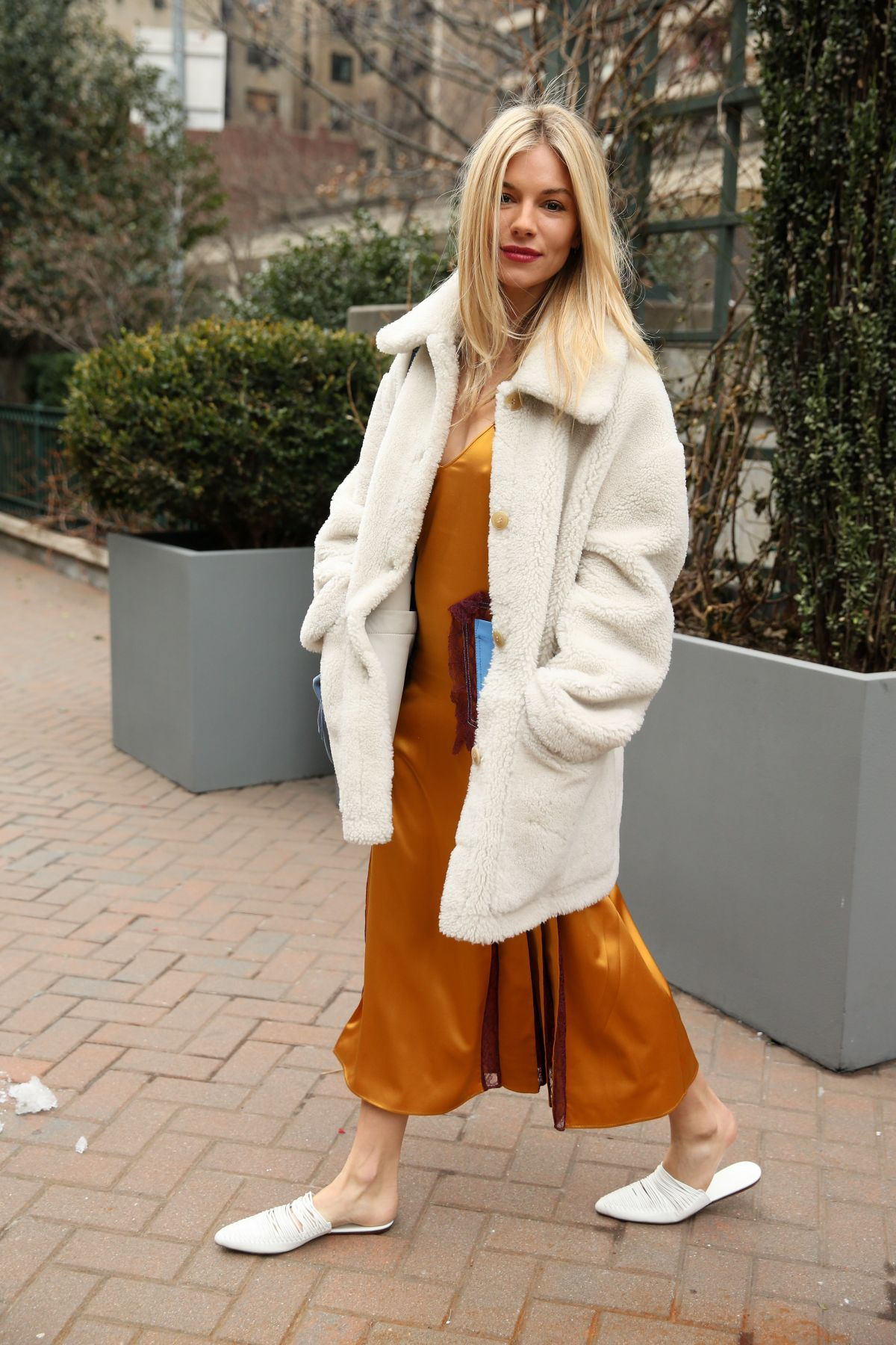 Sienna Miller At Tory Burch Fall Winter 2018 19 Show At