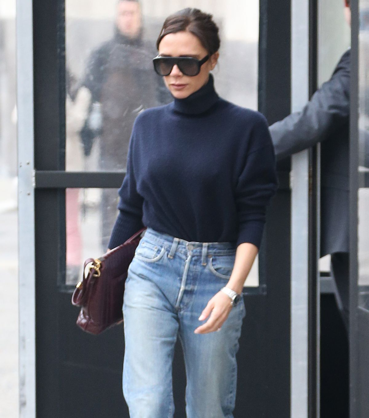 victoria beckham in jeans out in new york 02 09 2018 hawtcelebs hawtcelebs. Black Bedroom Furniture Sets. Home Design Ideas