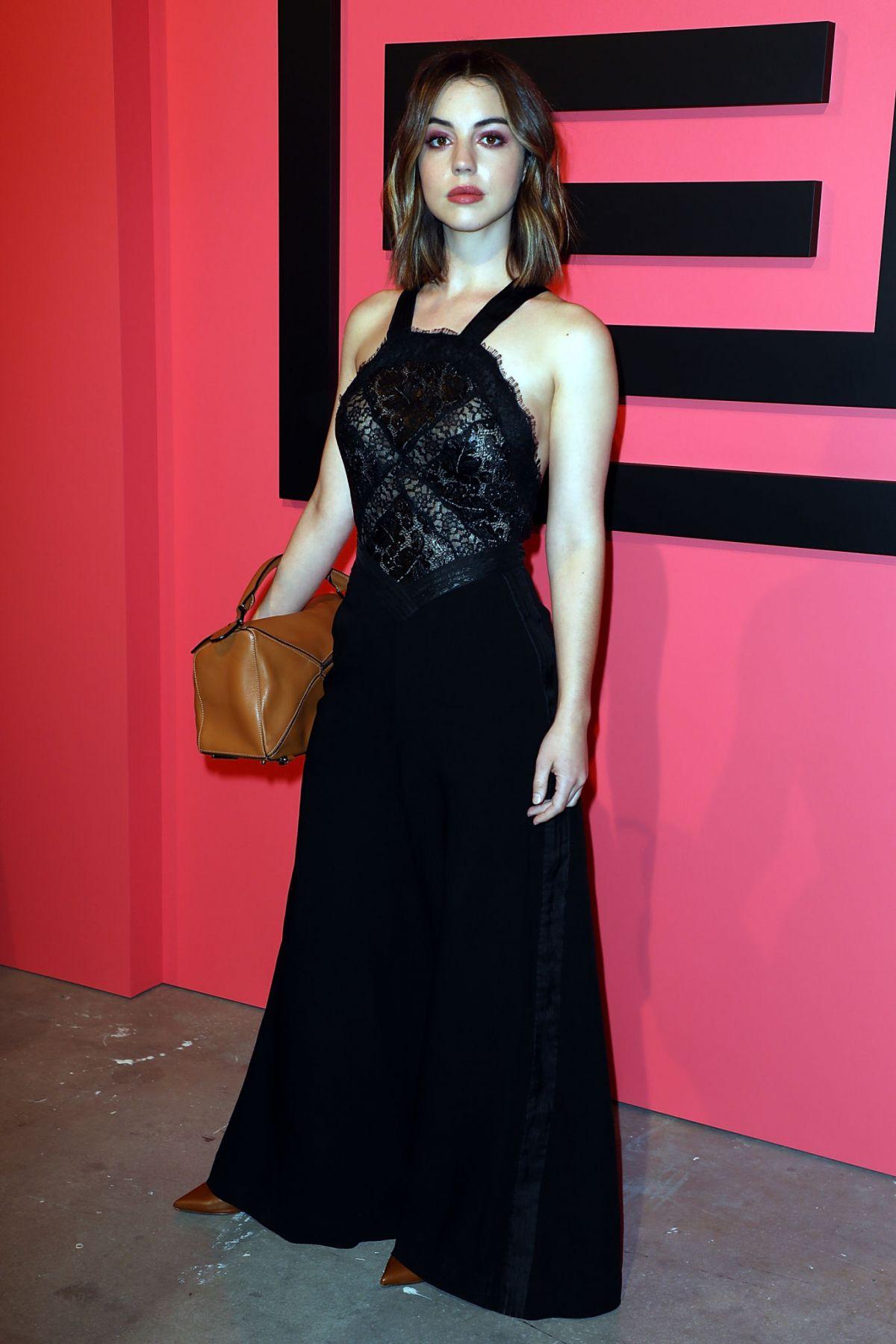 Adelaide kane at shiatzy chen show at paris fashion week for Pool show adelaide 2018
