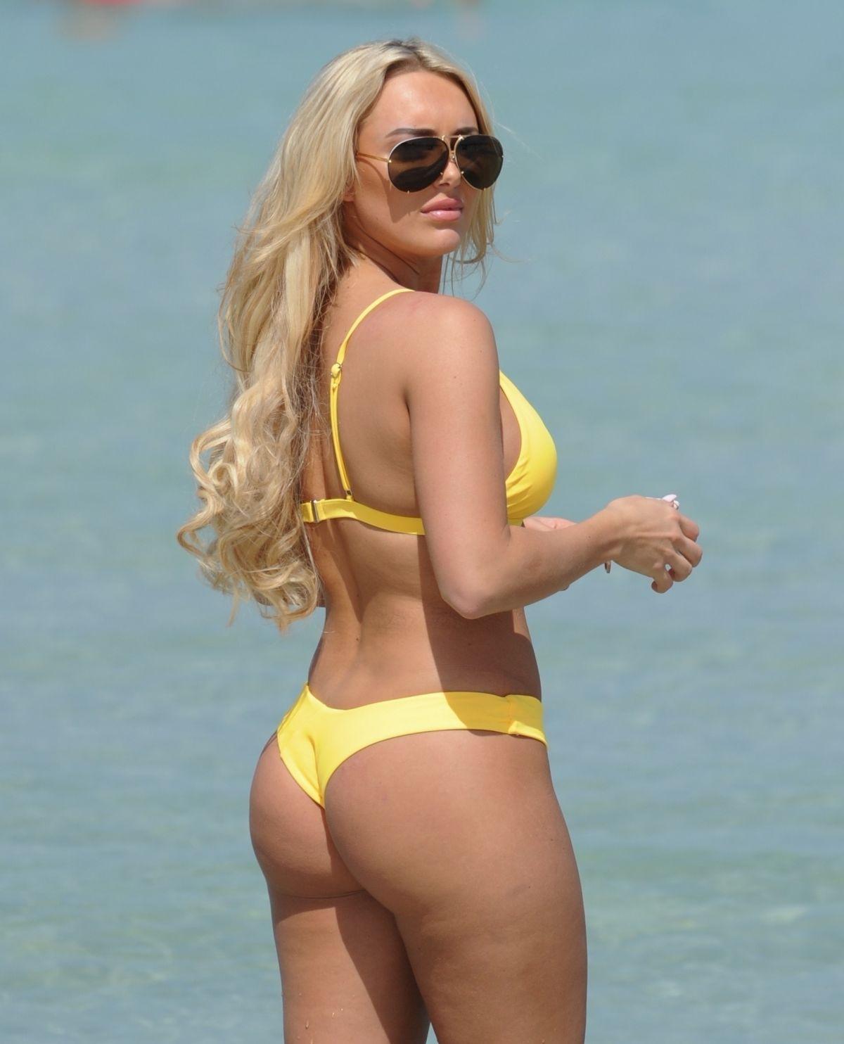 ec75e562cd12a AMBER TURNER in Yellow Bikini at a Beach in Dubai 03 09 2018 ...