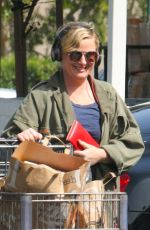 AMY POEHLER Shopping at Bristol Farms in Beverly Hills 03/30/2018