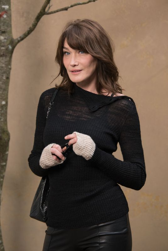 CARLA BRUNI at Chanel Show at Paris Fashion Week 03/06/2018