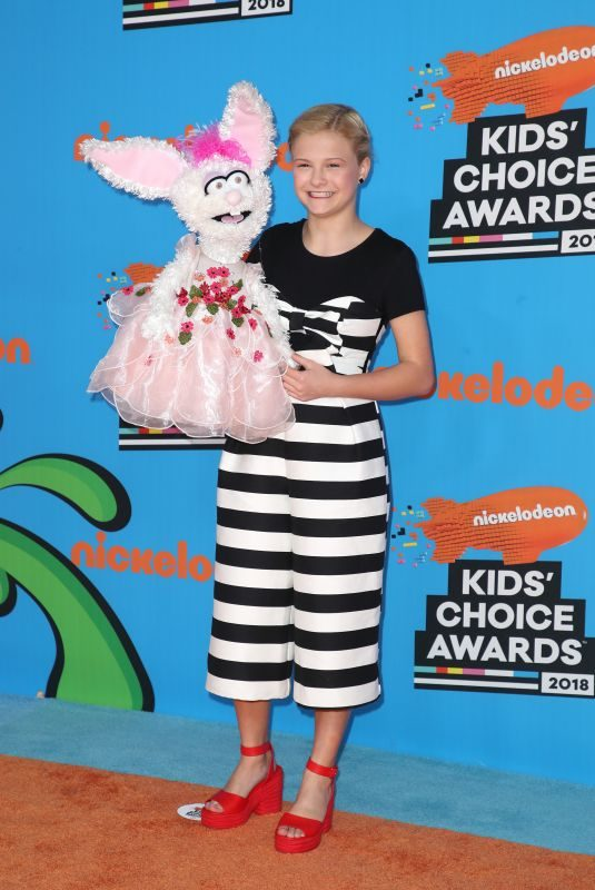 DARCI LYNNE FARMER at 2018 Kids' Choice Awards in Inglewood 03/24/2018