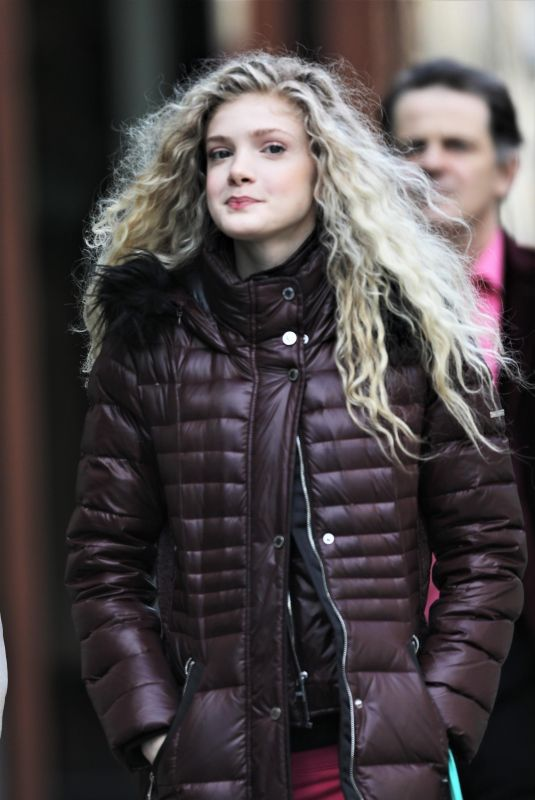 ELENA KAMPOURIS Shopping at Whole Foods in Vancouver 03/17/2018