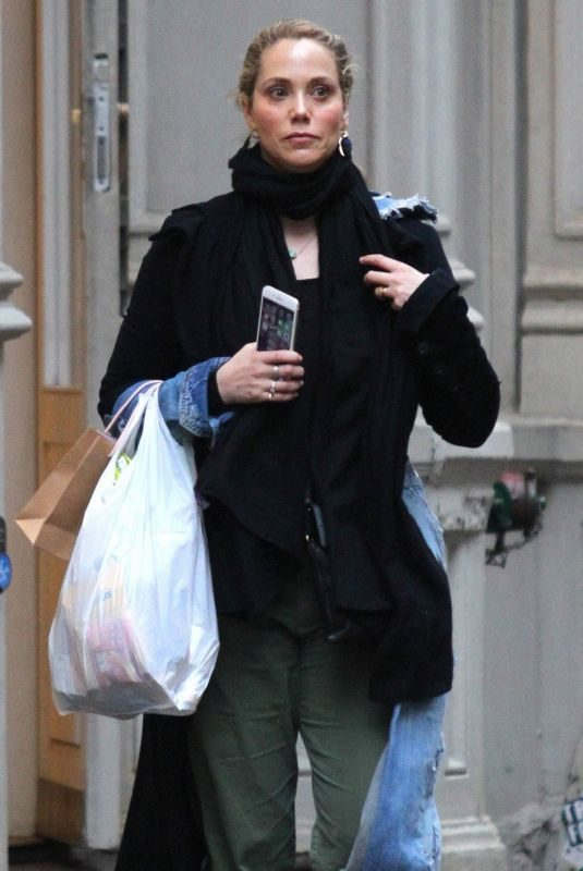 ELIZABETH BARKLEY Out Shopping in New York 03/23/2018