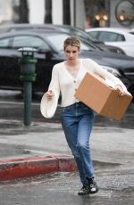 EMMA ROBERTS Pick Up a Package from UPS in Los Angeles 03/22/2018