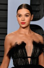 HAILEE STEINFELD at 2018 Vanity Fair Oscar Party in Beverly Hills 03/04/2018