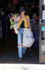 JENNA DEWAN Shopping at Farmers Market in Studio City 04/03/2018