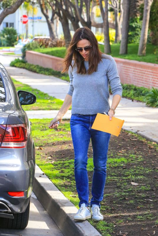 JENNIFER GARNER Out and About in Los Angeles 03/16/2018