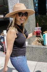 JODIE SWEETIN Shopping at Farmers Market in Studio City 03/25/2018