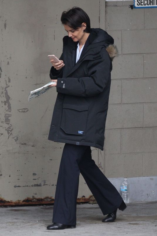 KATIE HOLMES Out and About in Chicago 03/27/2018