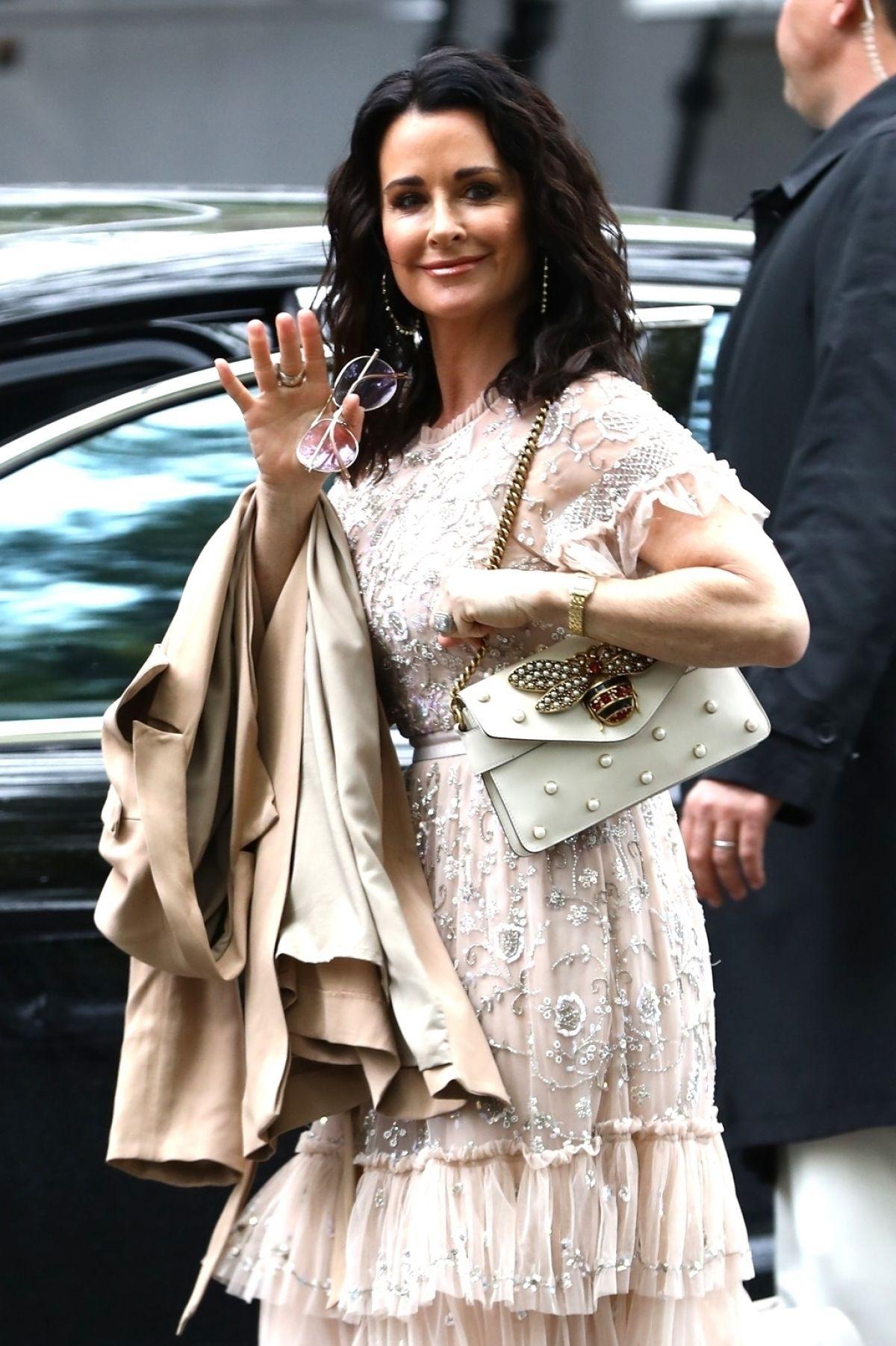 KYLE RICHARDS Arrives at Khloe Kardashian s Baby Shower in Los