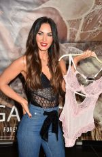 MEGAN FOX at Forever 21 in Glendale 03/23/2018