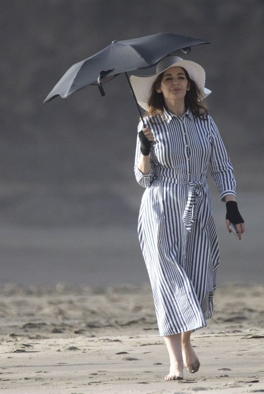 NIGELA LAWSON atr Karekare Beach in Auckland 03/28/2018