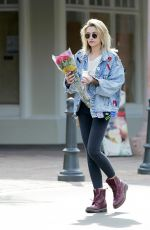 PARIS JACKSON Buys a Bouquet of Red Roses in Malibu 03/18/2018