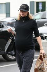 Pregnant KYM JOHNSON Shopping at Bristol Farms in Beverly Hills 03/20/2018