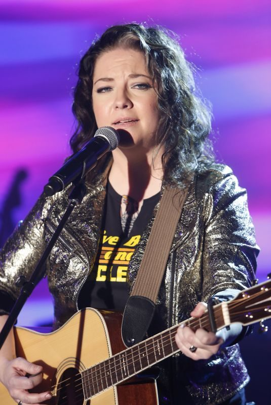 ASHLEY MCBRYDE Performs A Little Dive Bar in Dahlonega at Jimmy Kimmel Live 04/02/2018