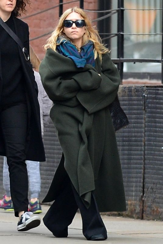 ASHLEY OLSEN Out and About in New York 04/01/2018