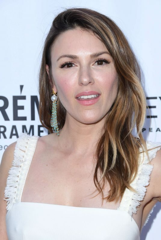 ELIZABETH HENDRICKSON at 2018 Daytime Emmy Awards Nominee Reception in Hollywood 04/25/2018